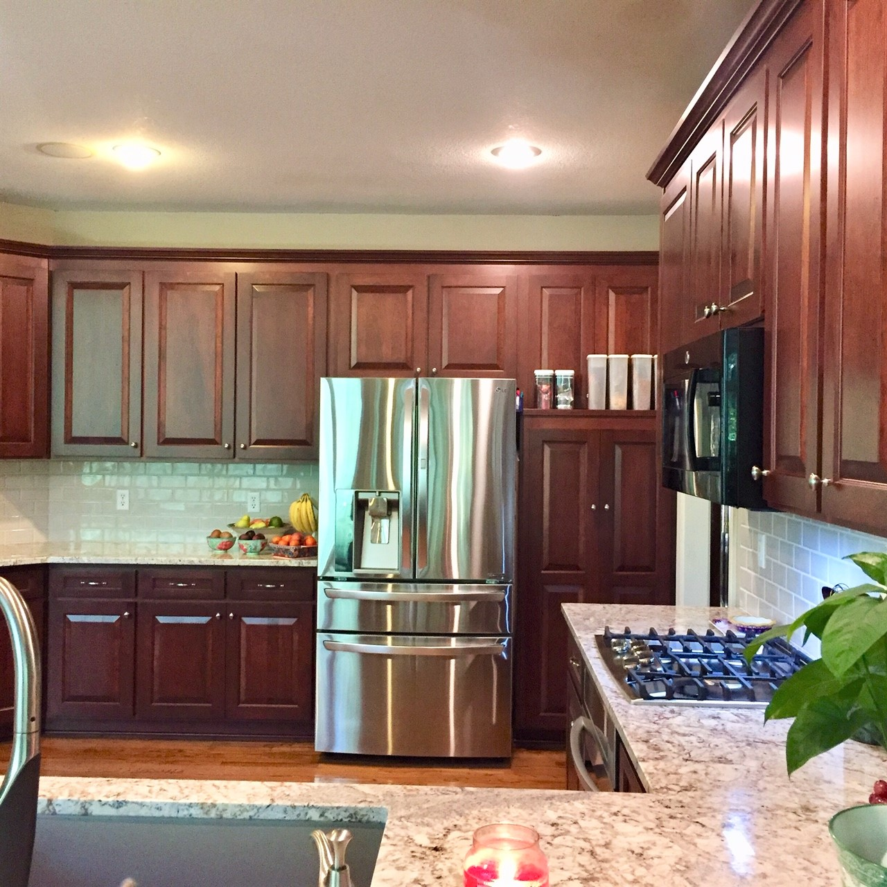 Cabinet Refacing Vs. Refinishing